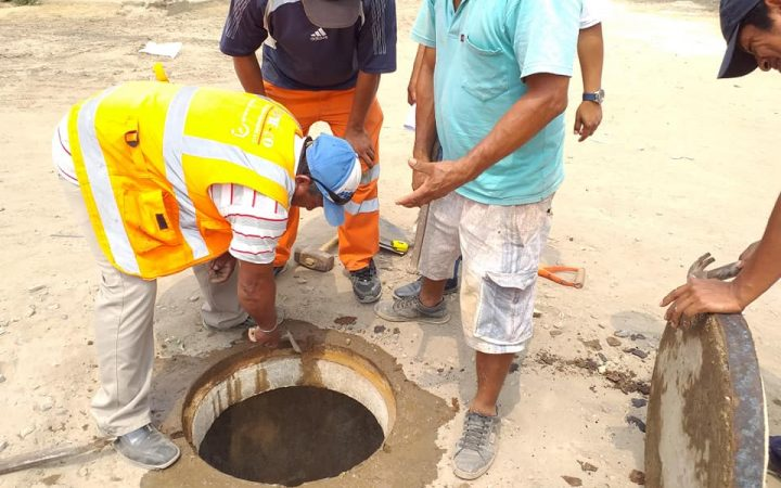 trabajos de prevención de las redes de desagüe y alcantarillado en el sector Acapulco2